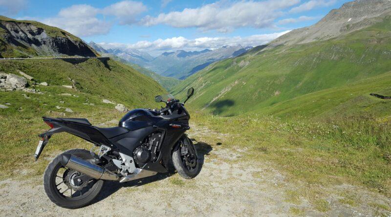 Moto en Furkapass