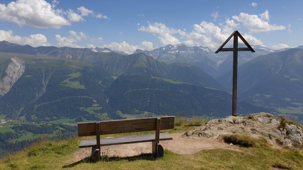 Un banco con vistas durante la visita al glaciar de Aletsch