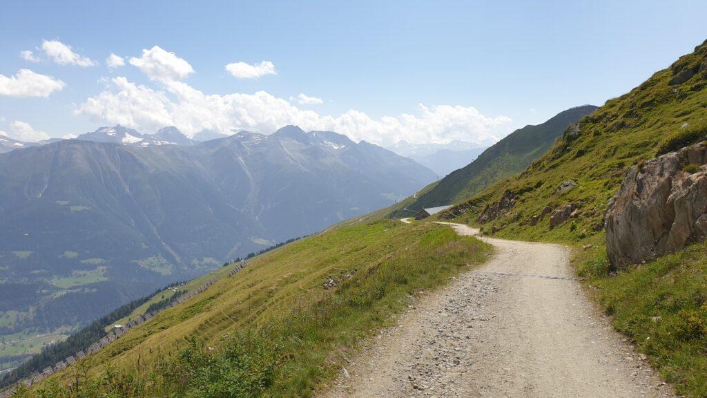 Sendero hacia el glaciar de Aletsch.